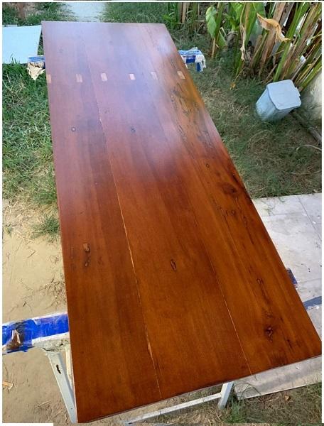 Hoàn tiện mặt bàng cũ bằng Lotus Wood Stain Finish