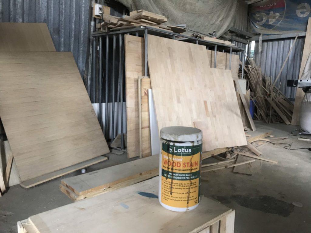 sản phẩm đồ gỗ, tủ bếp của TỦ BẾP GỖ VIỆT đều được sơn hệ sơn ... Bề mặt được làm sạch bụi, sử dụng súng sơn